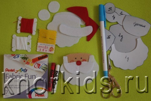 P3159429 500x333 Ёлочные игрушки из фетра. Дед Мороз.