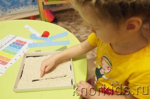 P4202708 500x333 Пособие Монтессори для тренировки письма.